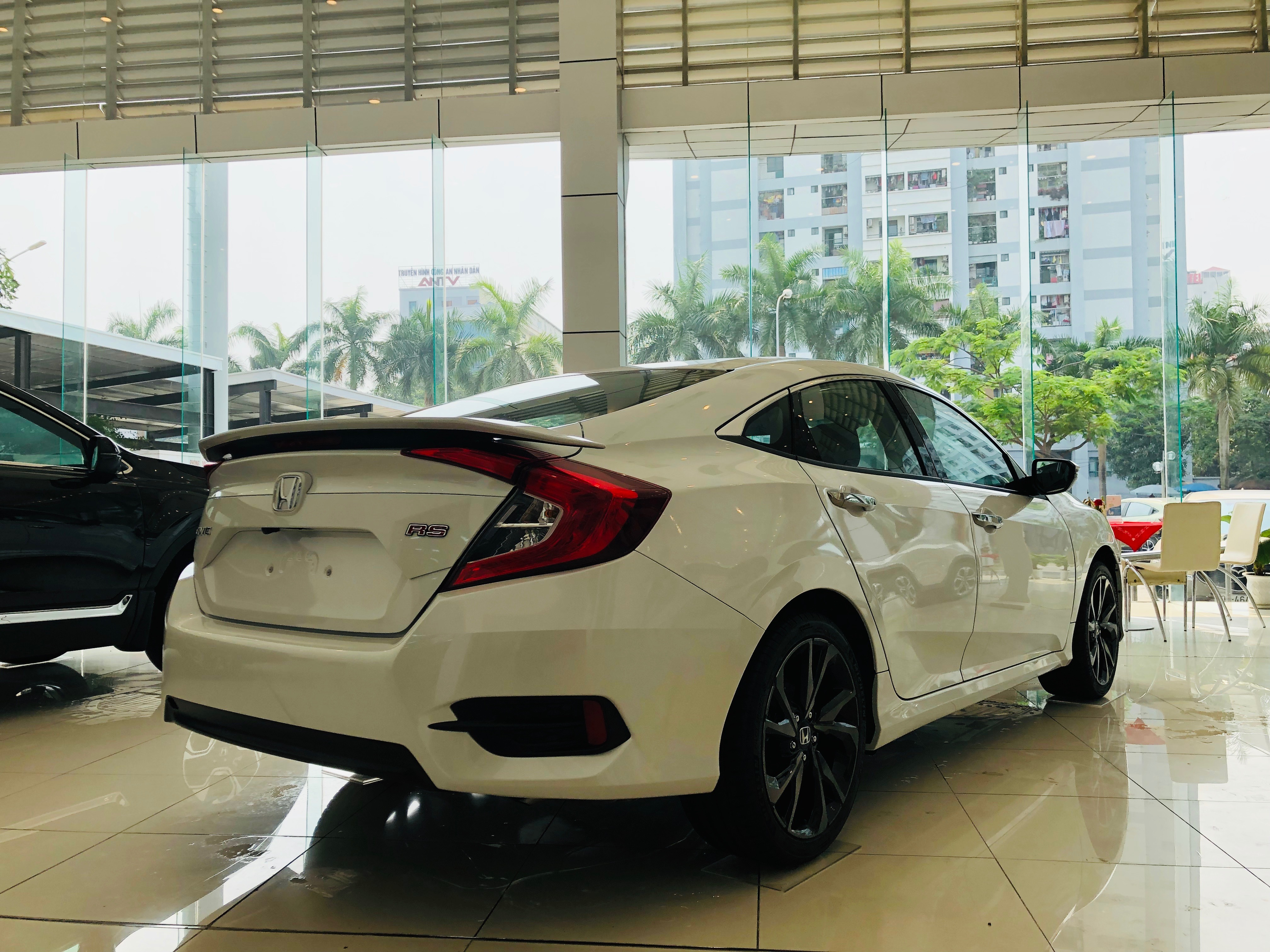 Civic-rs-duoi-xe